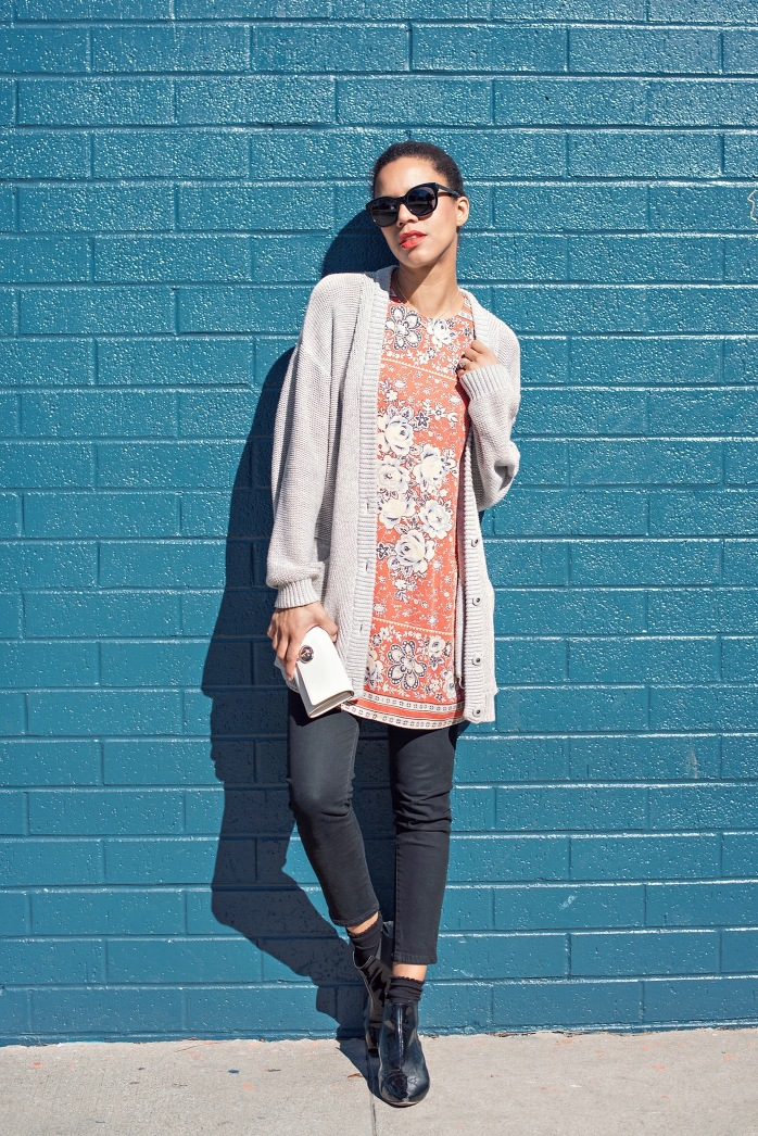 floral tunic + cardigan + black skinny jeans ootd